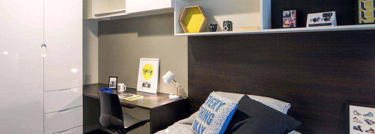 Paul-St-East-London-1-Bed-Apartment-Study-Desk-Unilodgers