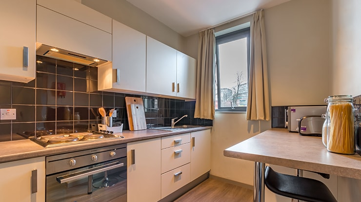 Piccadilly-Point-Manchester-Premium-Studio-Kitchen-Unilodgers