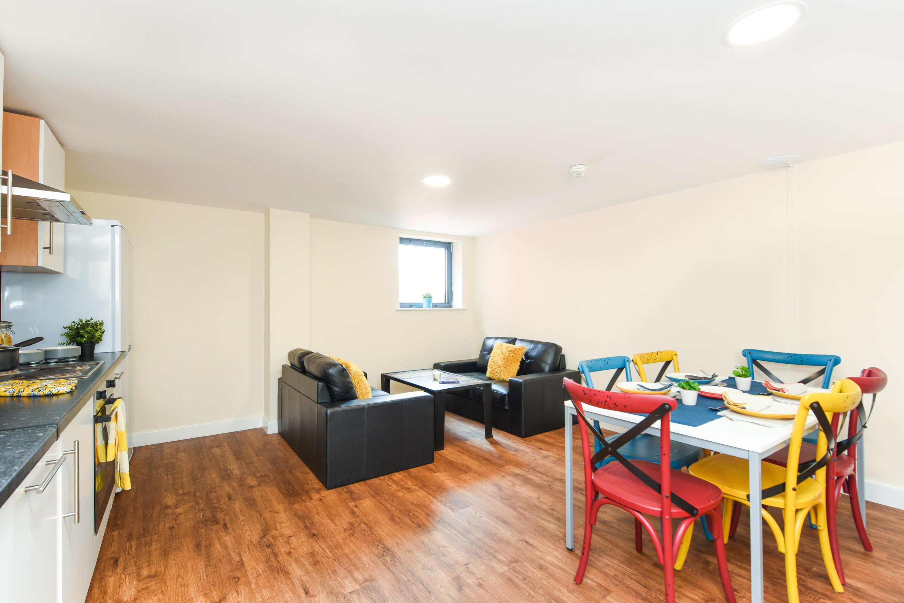 Pickering-House-Sheffield-2-Shared-Living-Dining-Area-Unilodgers