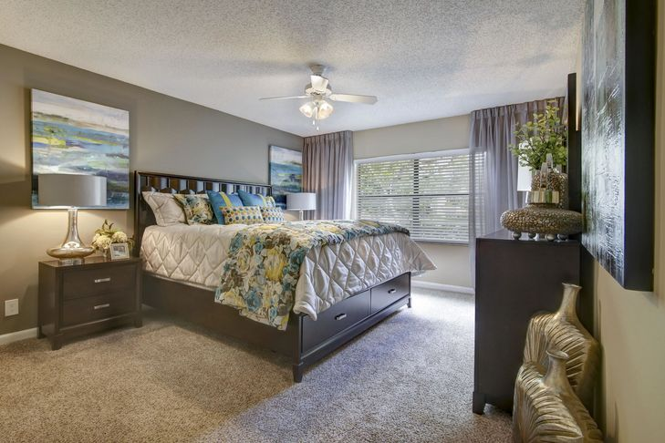 Plantation-Colony-Apartments-Plantation-FL-Bedroom-With-Wardrobe-Unilodgers