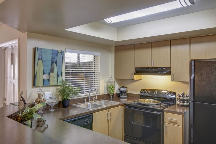 Plantation-Colony-Apartments-Plantation-FL-Kitchen-With-Fridge-Unilodgers