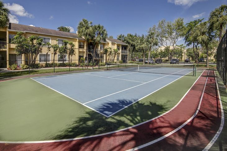 Plantation-Colony-Apartments-Plantation-FL-Tennis-Court-Unilodgers