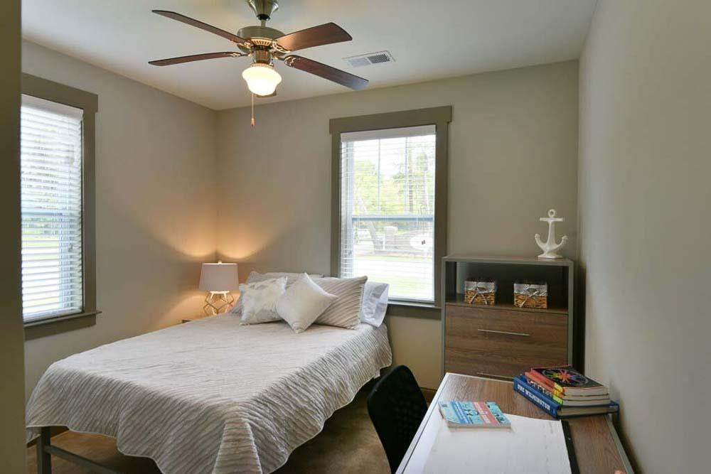 Plato's-Lofts-At-Randall-Wilmington-NC-Bedroom-Unilodgers