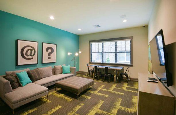 Plato's-Lofts-At-Randall-Wilmington-NC-Common-Room-2-Unilodgers