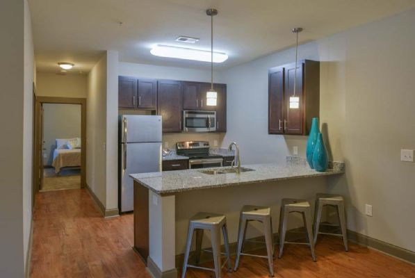 Plato's-Lofts-At-Randall-Wilmington-NC-Kitchen-With-Breakfast-Bar-Unilodgers