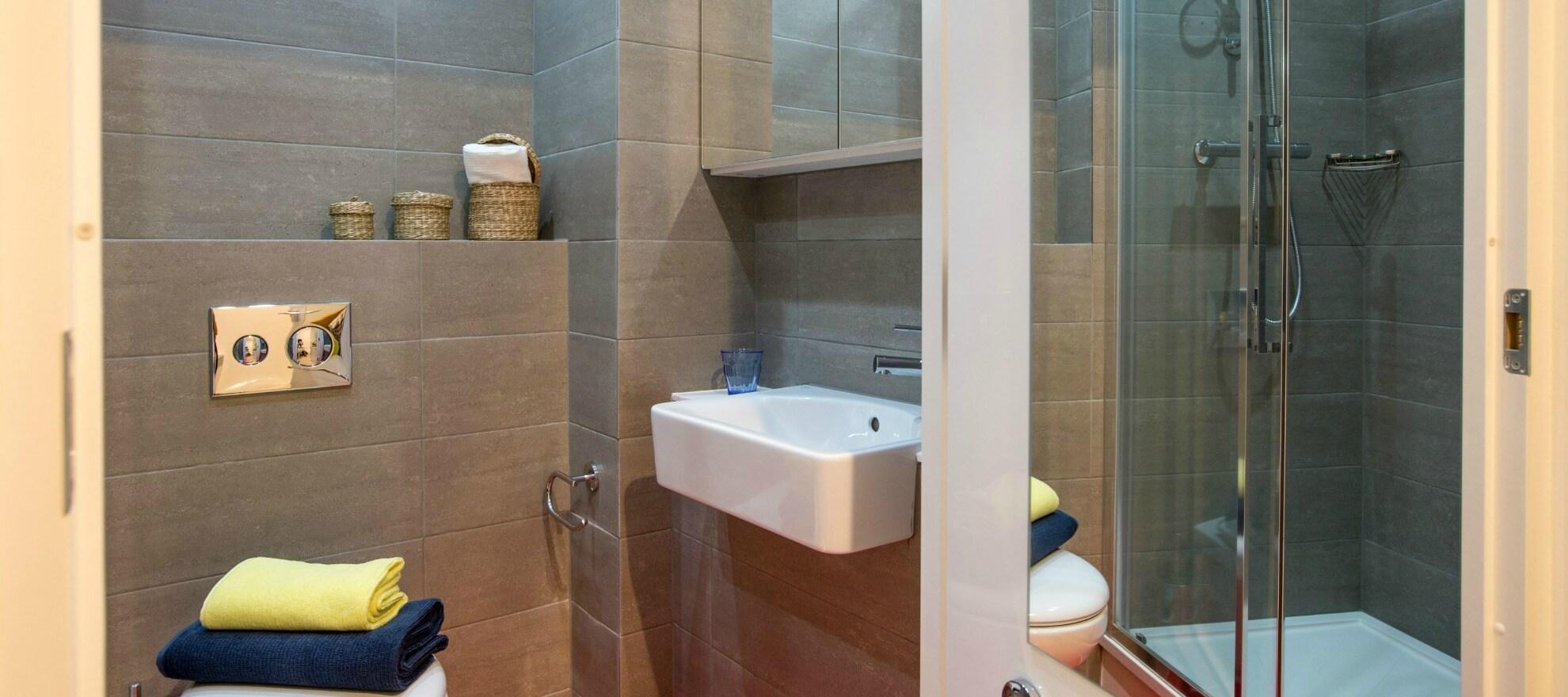 Podium-Egham-Studio-Bathroom-Unilodger