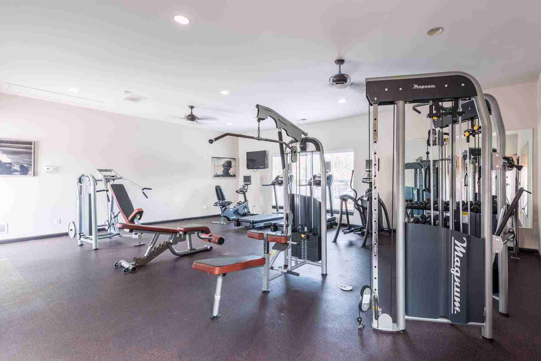 Pointe-At-Troy-AL-Fitness-Center-Unilodgers