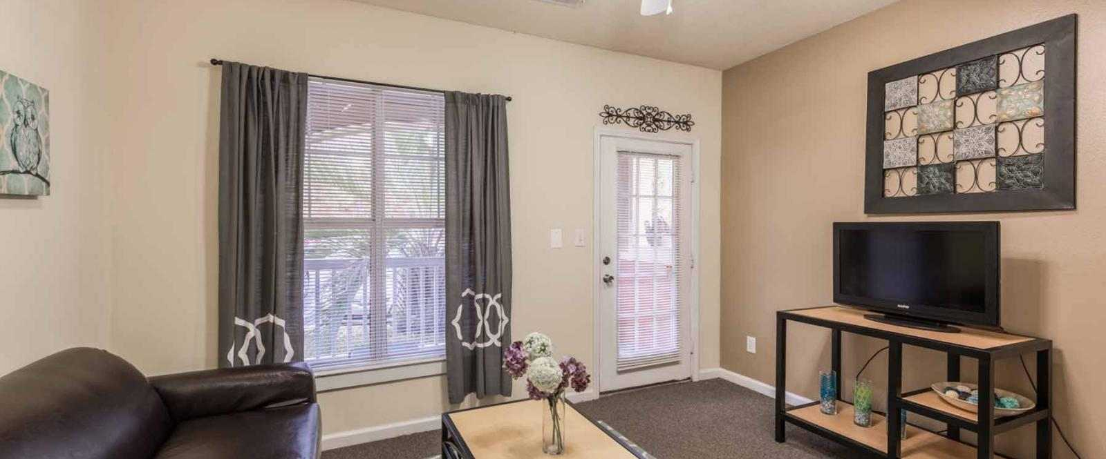 Pointe-At-Troy-AL-Living-Room-Unilodgers