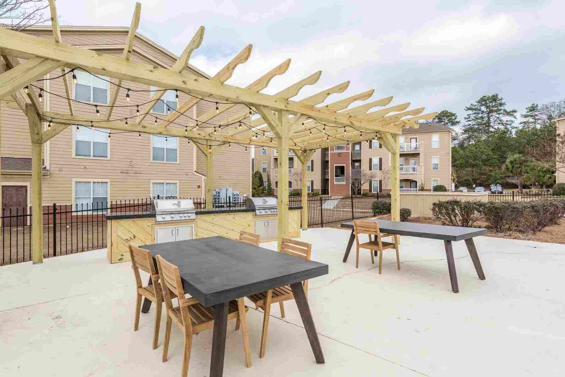 Pointe-At-Troy-AL-Outdoor-Courtyard-Unilodgers