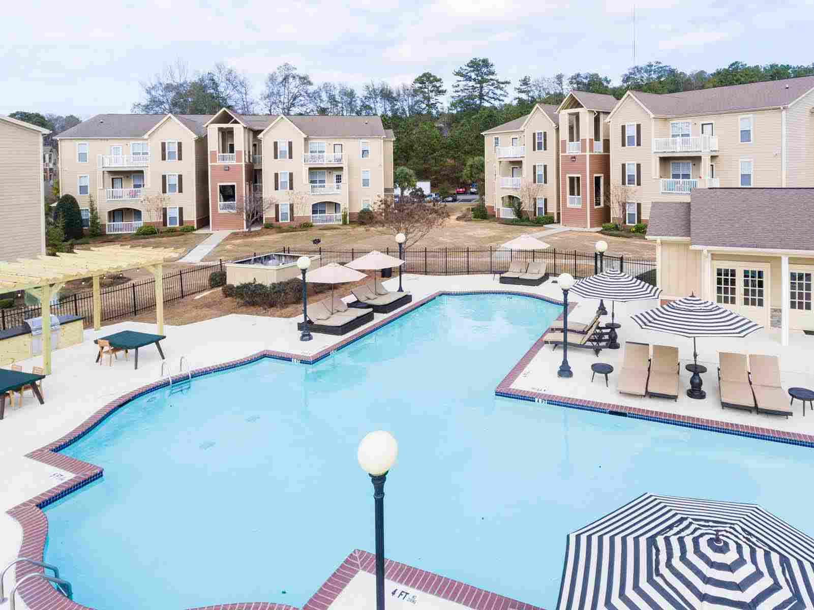 Pointe-At-Troy-AL-Poolside-Unilodgers