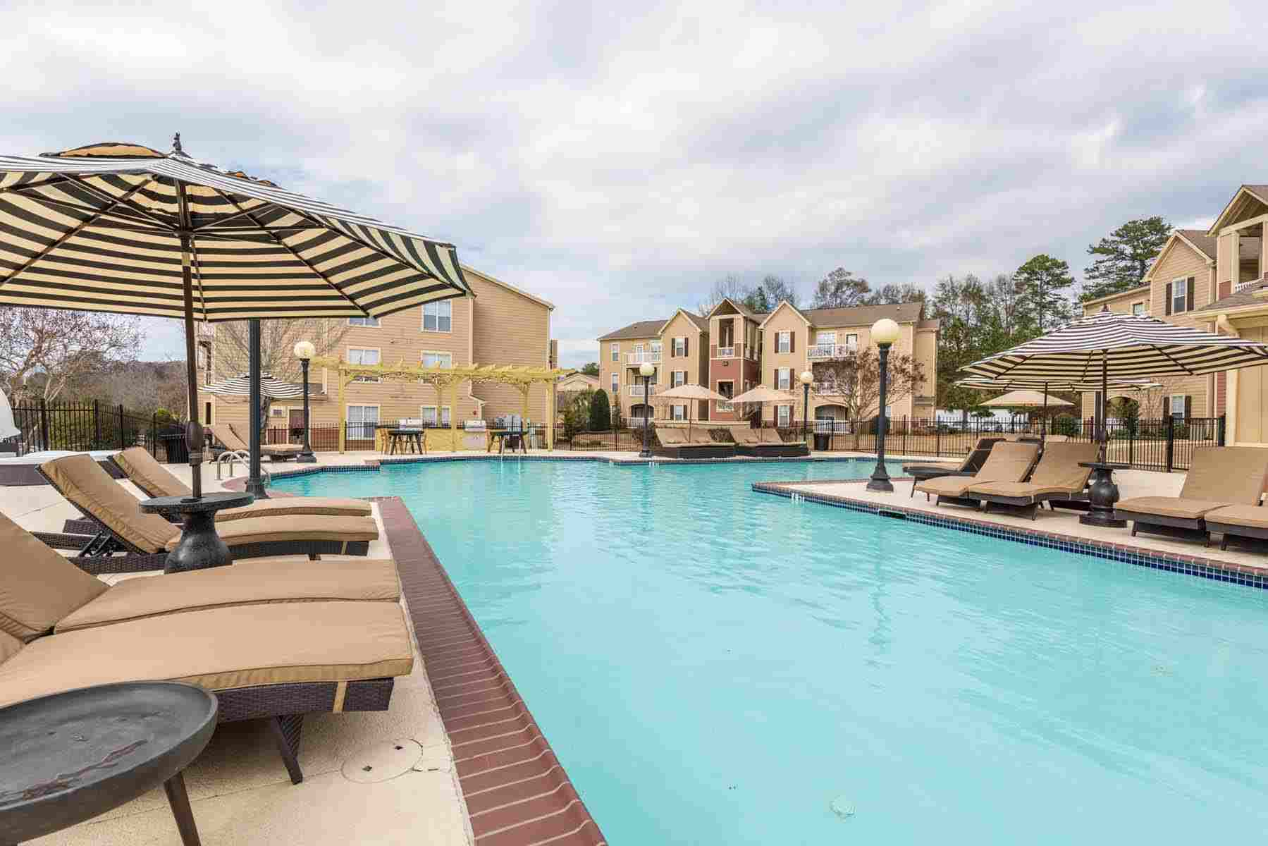 Pointe-At-Troy-AL-Poolside2-Unilodgers