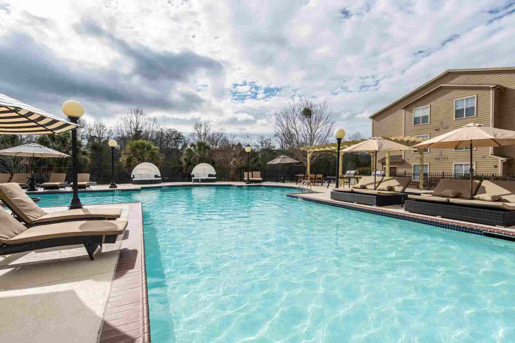 Pointe-At-Troy-AL-Poolside4-Unilodgers