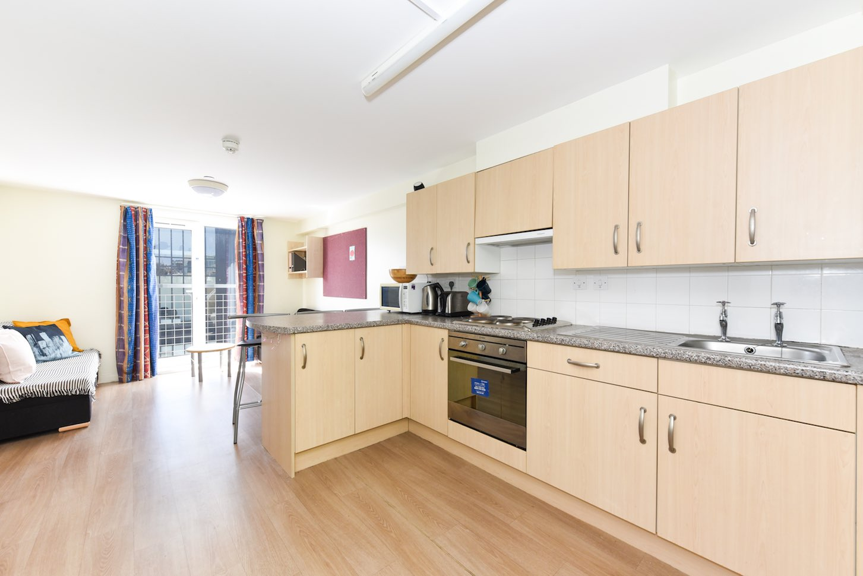 Portsburgh-Court-Edinburgh-Communal-Kitchen-2-Unilodgers