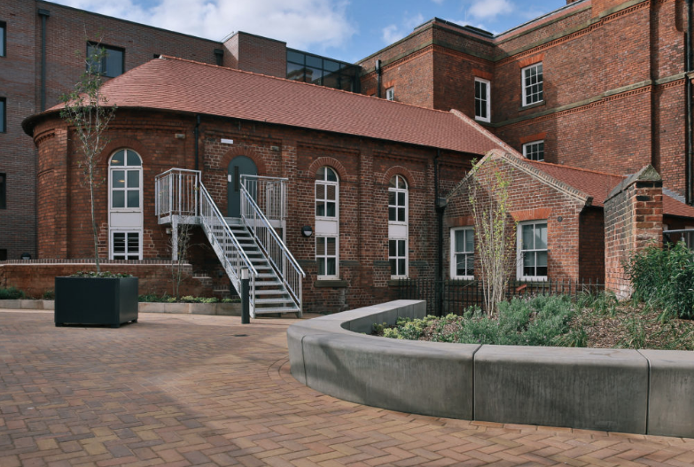 Provincial-House-Sheffield-Courtyard-Unilodgers