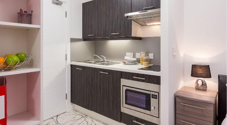 Queens-Gate-Southampton-Gold-Studio-Kitchen-Unilodgers