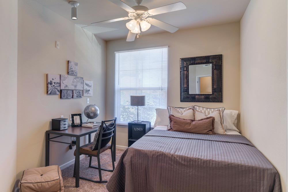 Rebel-Place-Las-Vegas-MO-Bedroom-With-Study-Desk-Unilodgers