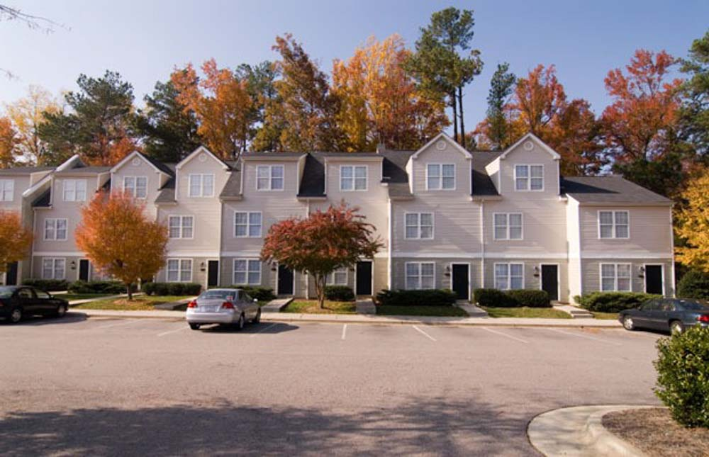 Red-Wolf-Crossing-Raleigh-NC-Exterior-With-Car-Parking-Unilodgers