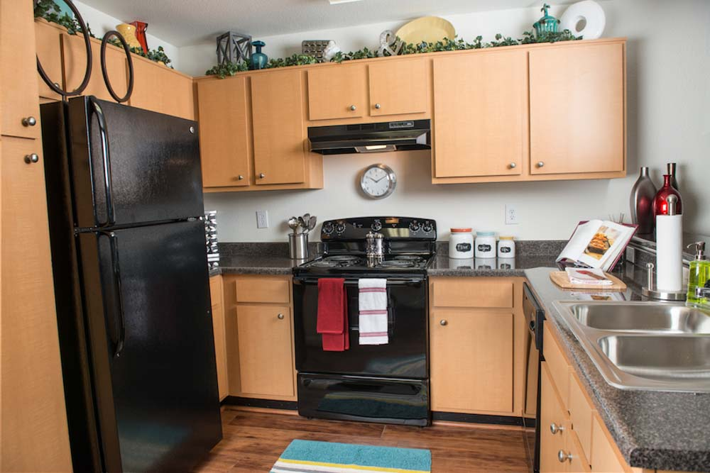Redtail-On-The-River-West-Columbia-SC-Kitchen-With-Fridge-Unilodgers