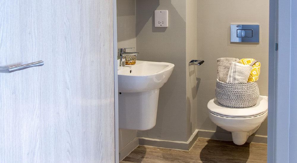 Renslade-House-Exeter-Bathroom-Unilodgers
