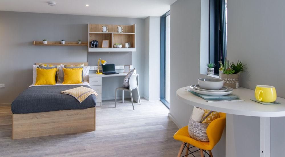Renslade-House-Exeter-Bedroom-Unilodgers