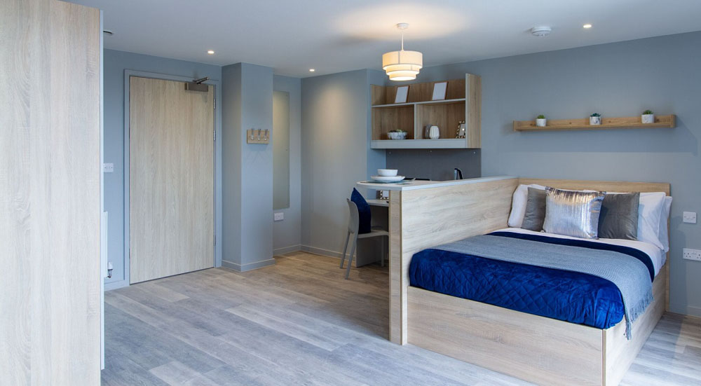 Renslade-House-Exeter-Bedroom-With-Study-Desk-And-Chair-Unilodgers