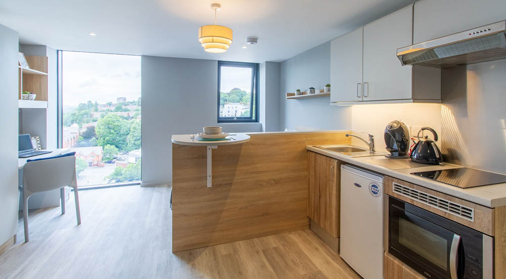Renslade-House-Exeter-Kitchen-Unilodgers