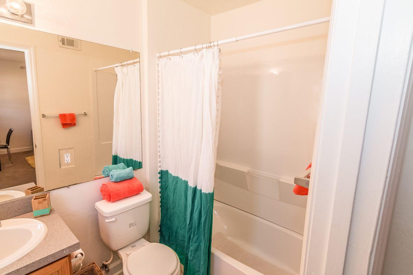 Seminole-Trails-Tallahassee-Bathroom-Unilodgers