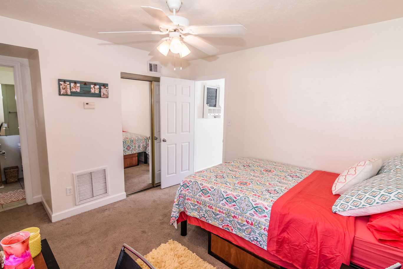 Seminole-Trails-Tallahassee-Bedroom2-Unilodgers