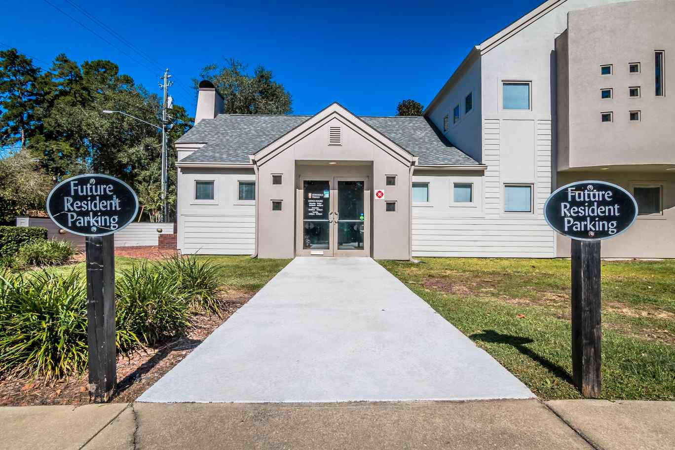 Seminole-Trails-Tallahassee-Exterior-Unilodgers
