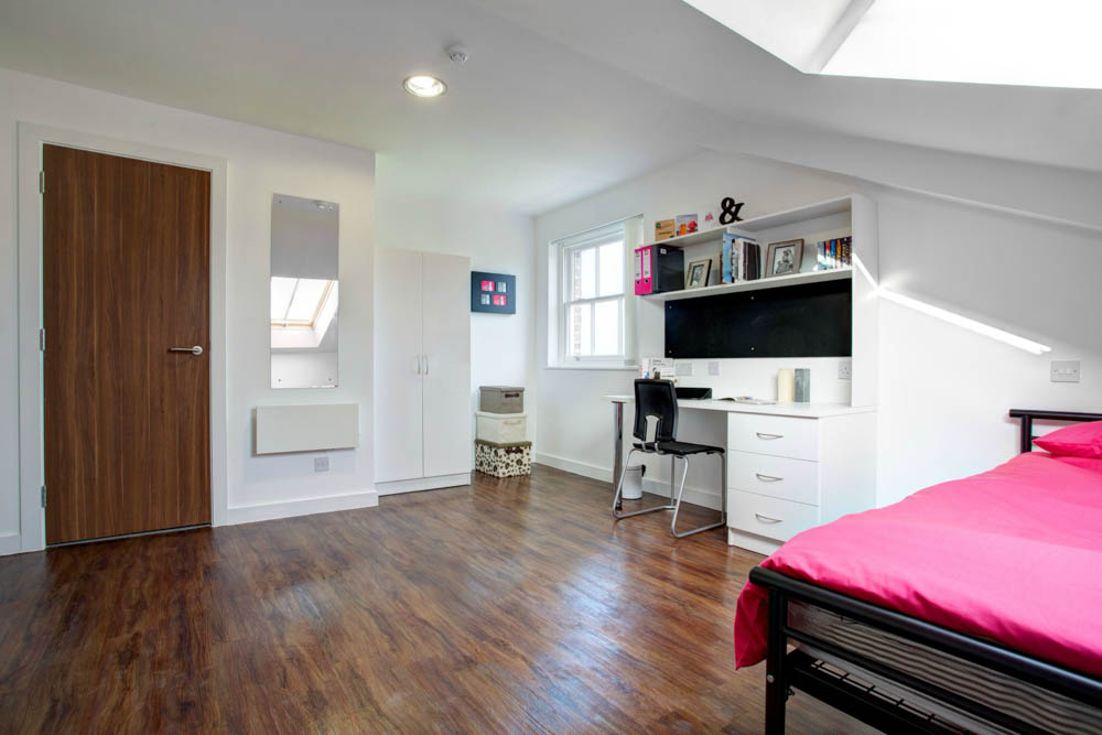 Shaw-Street-Liverpool-Bedroom-With-Study-Desk-And-Chair-Unilodgers