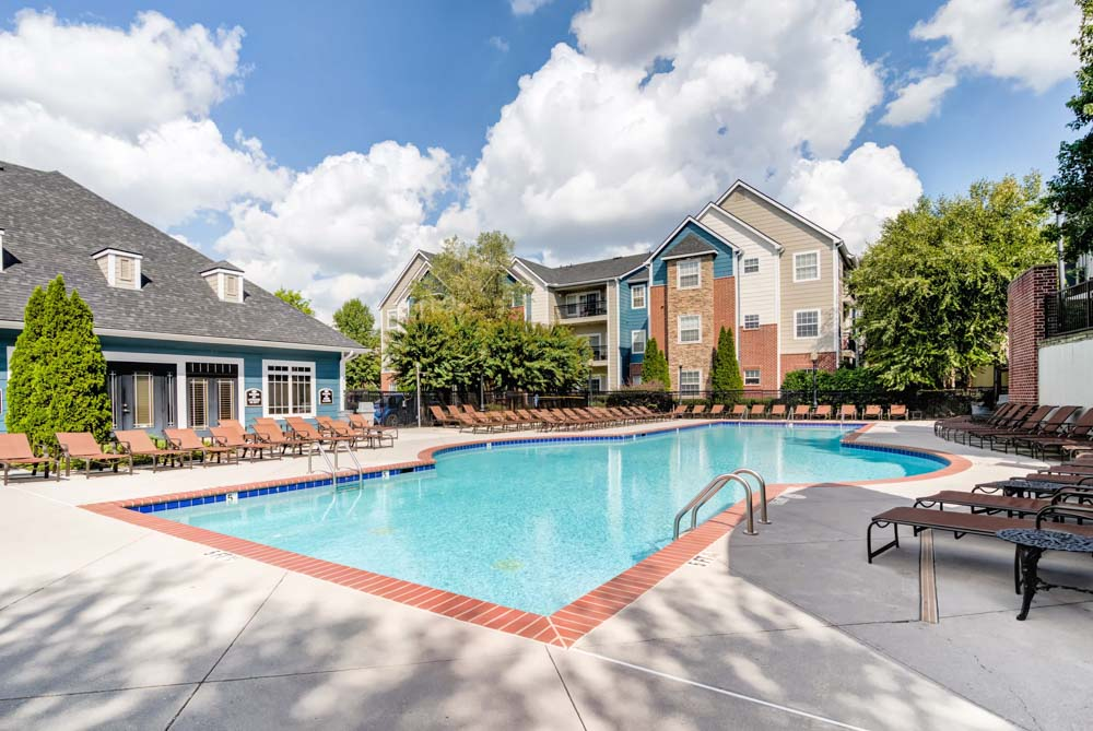 Society-865-Knoxville-TN-Swimming-Pool-Unilodgers