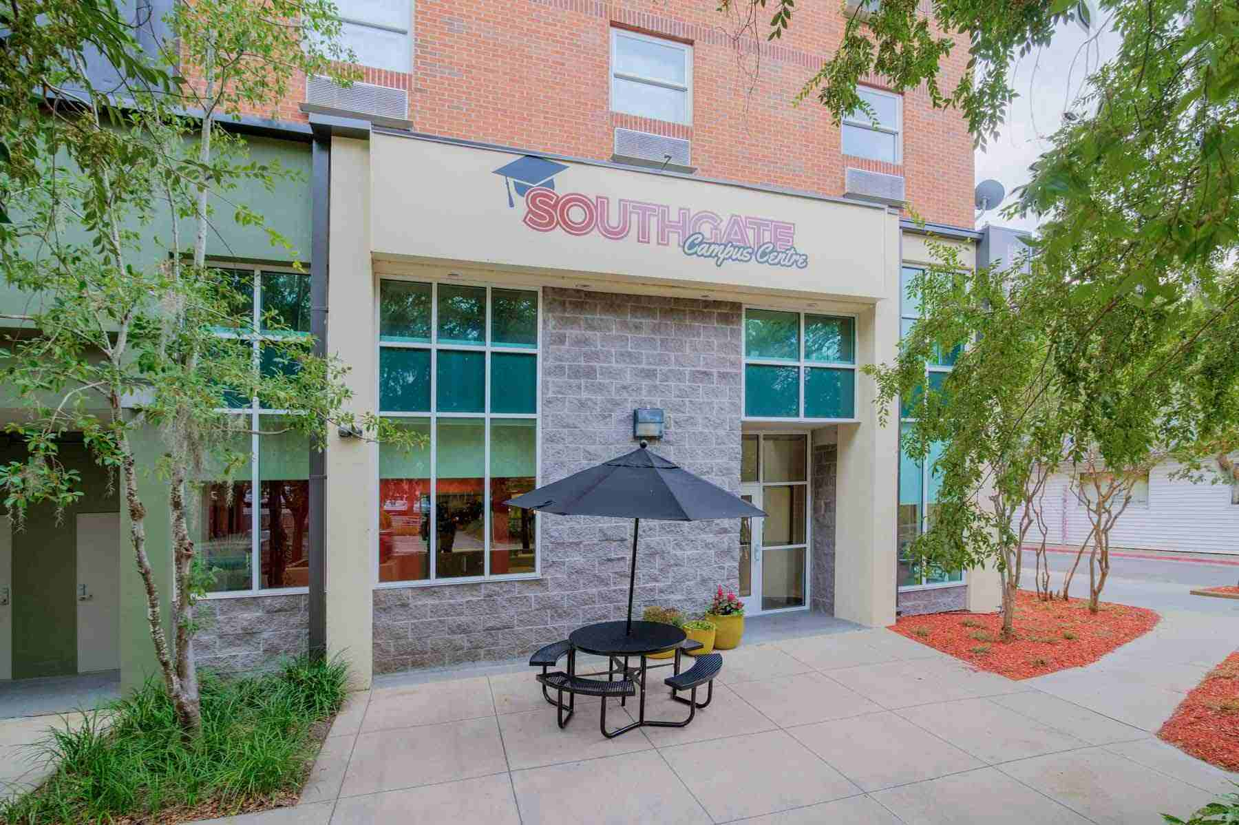 SouthGate-Campus-Centre-Tallahassee-FL-Exterior-Unilodgers