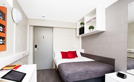 Spring-Gardens-Aberdeen-Bedroom-Unilodgers