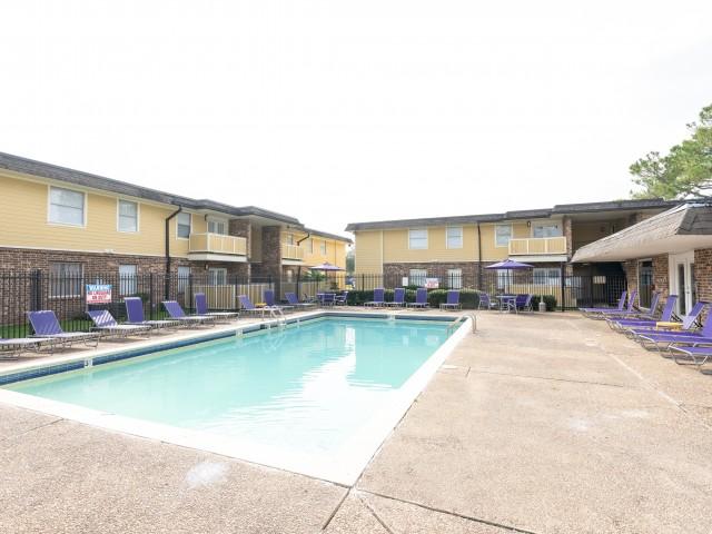 Stadium-Square-Baton-Rouge-LA-Swimming-Pool-Unilodgers