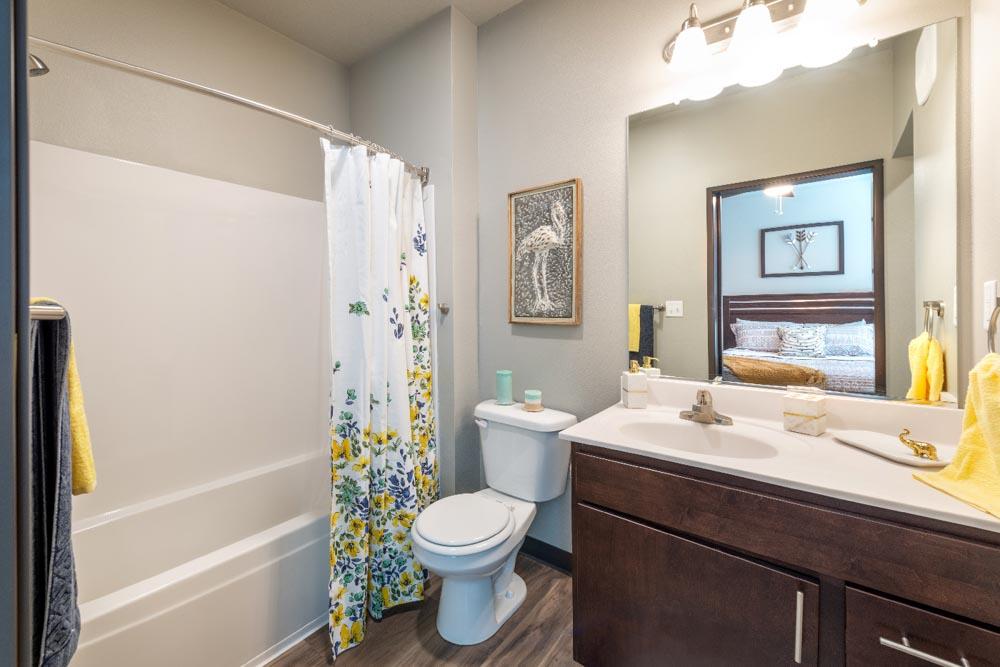 Stadium View Suites-Ames-IA-Bathroom-Unilodgers