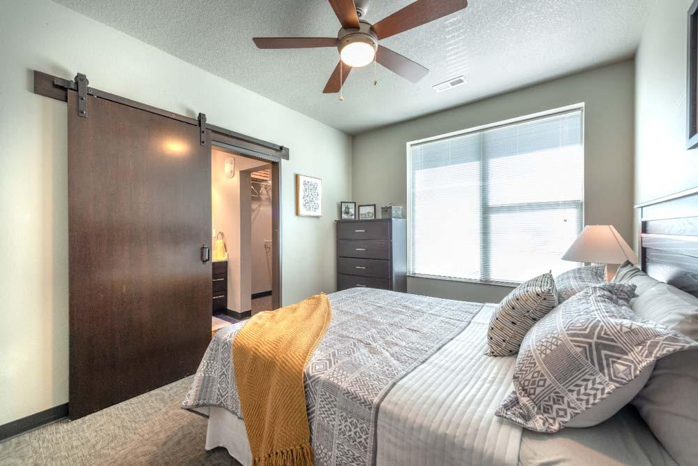 Stadium View Suites-Ames-IA-Bedroom-Unilodgers
