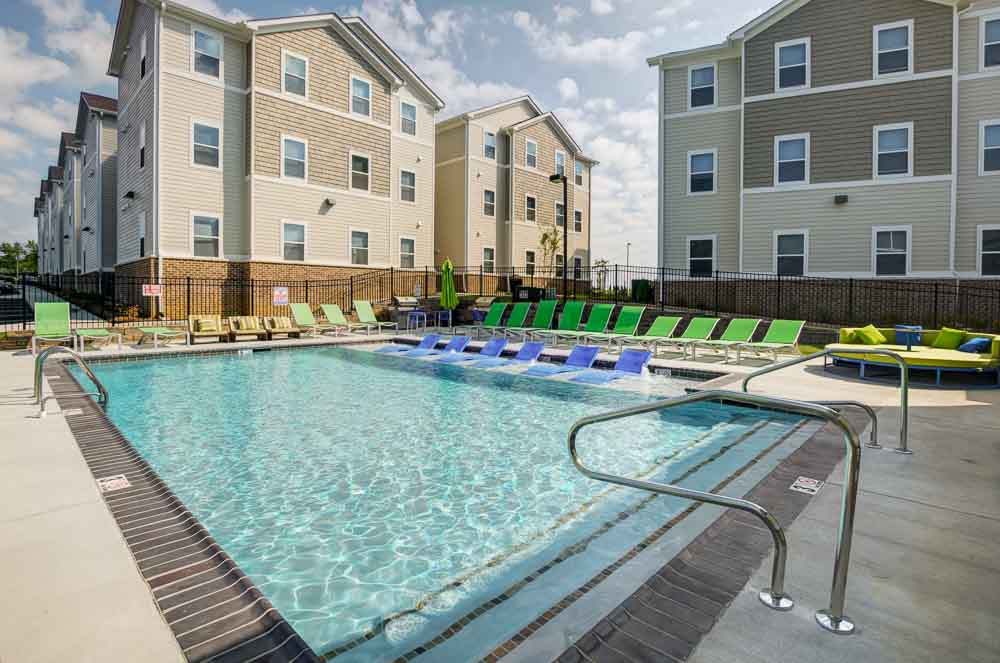 Station-74-Murray-KY-Poolside-Unilodgers