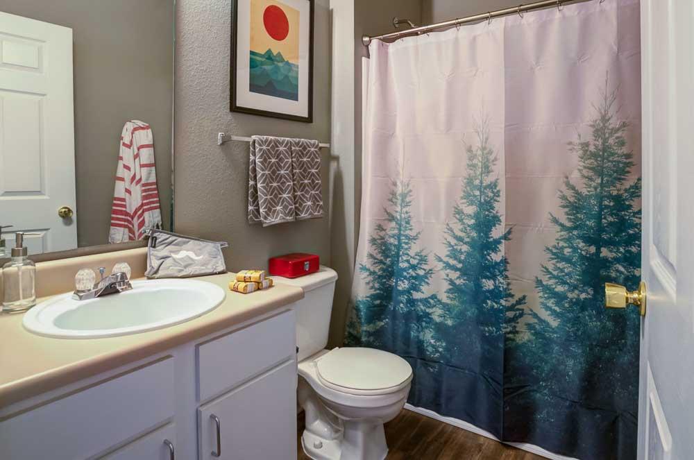 Station-At-Martin-TN-Bathroom-Unilodgers