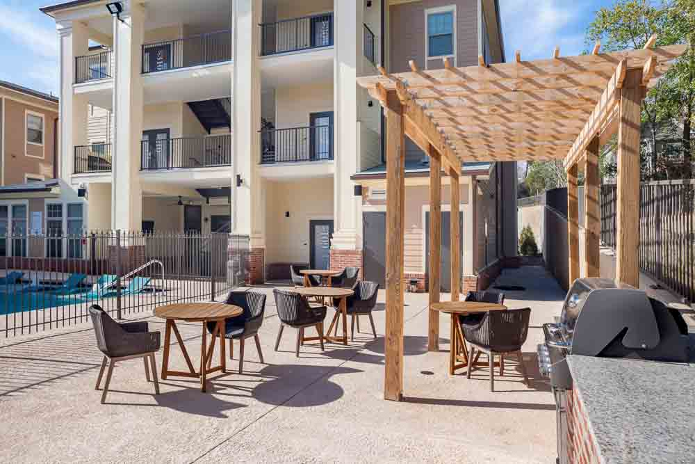 Station-On-McIntosh-Milledgeville-GA-Outdoor-Social-Space-Unilodgers