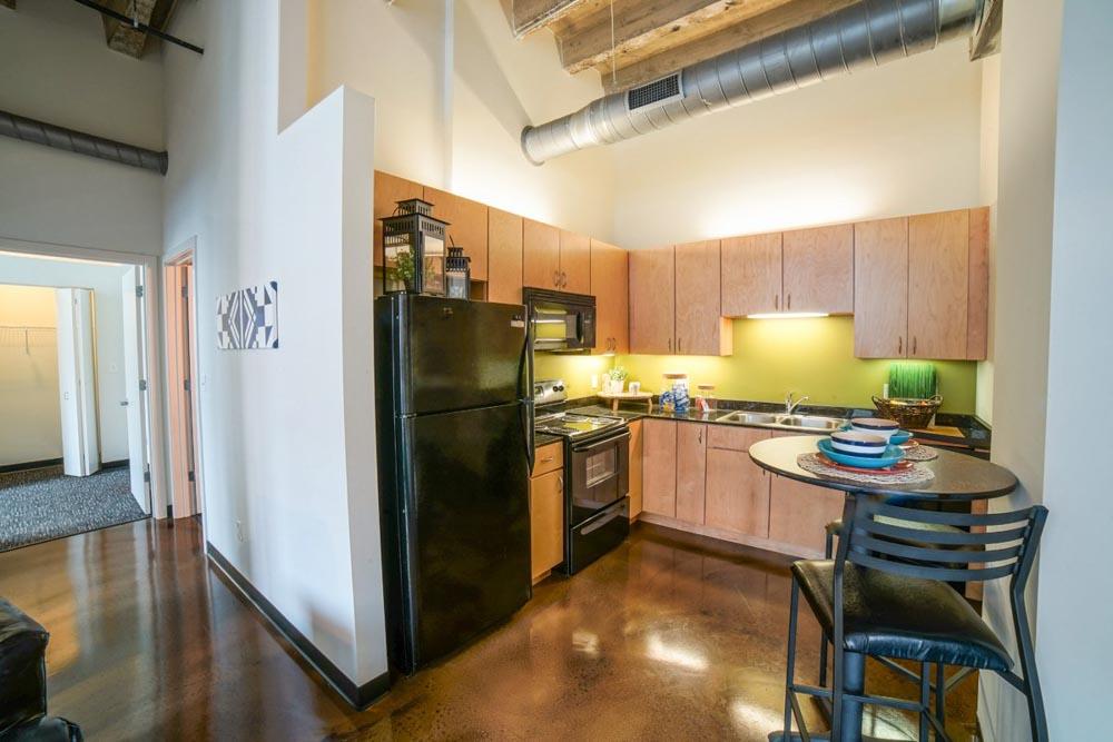 Tailor-Lofts-Chicago-IL-Kitchen-With-Fridge-Unilodgers