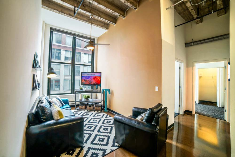 Tailor-Lofts-Chicago-IL-Living-Area-With-TV-Unilodgers