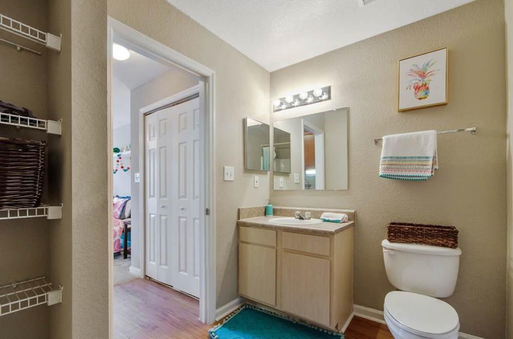 Tenn-Street-Tallahassee-FL-Bathroom-Unilodgers