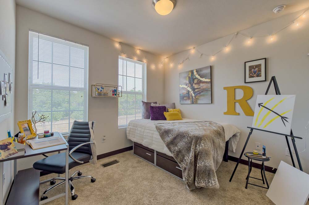 Tetro-Student-Village-San-Antonio-TX-Bedroom-Unilodgers
