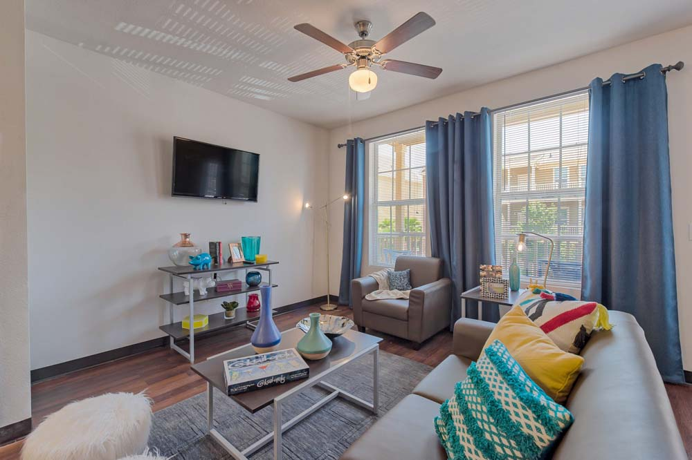 Tetro-Student-Village-San-Antonio-TX-Living-Room-Unilodgers