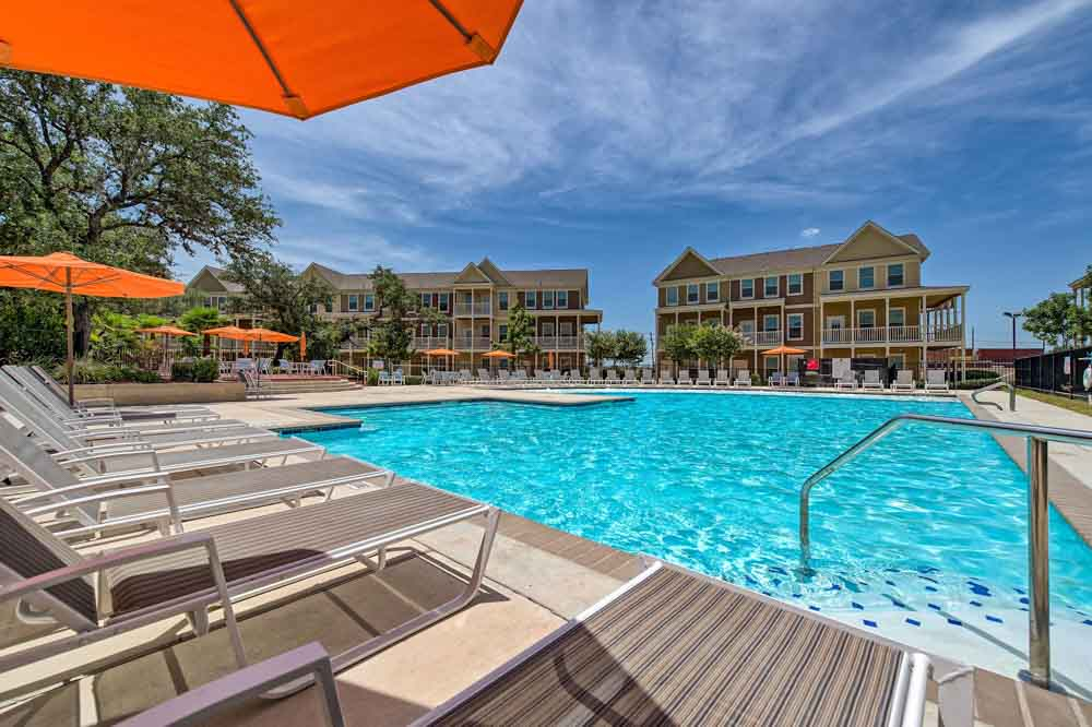 Tetro-Student-Village-San-Antonio-TX-Swimming-Pool-Unilodgers