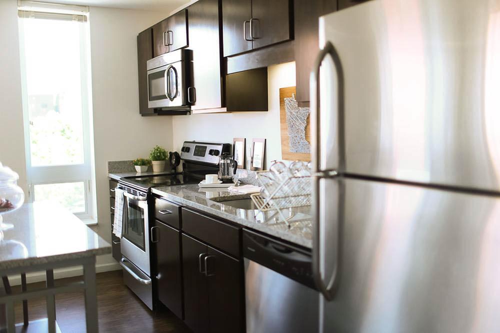 The-700-On-Washington-Minneapolis-MN-Kitchen-Unilodgers