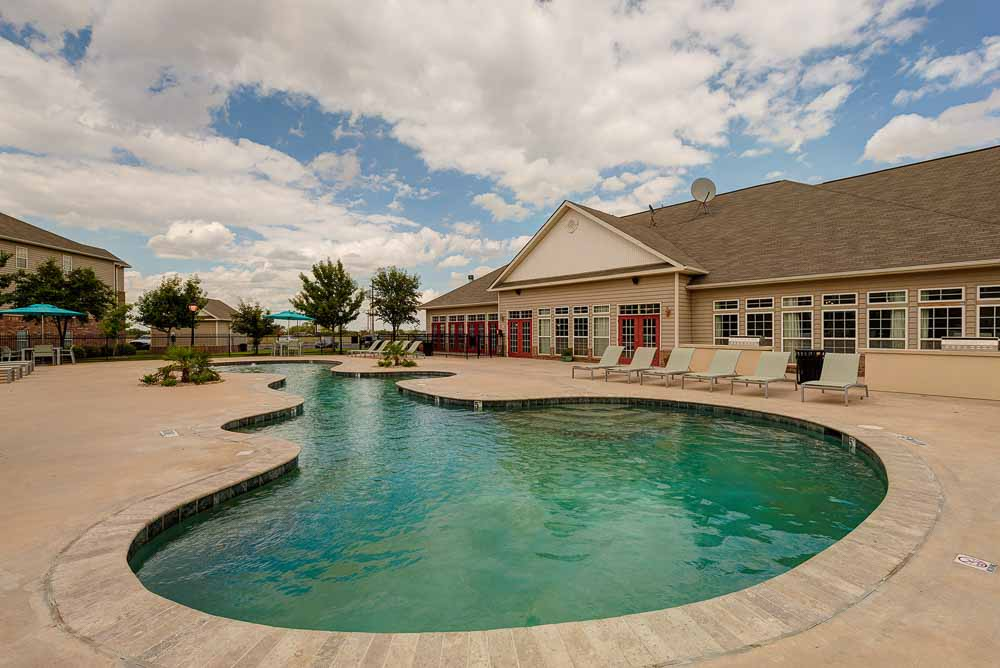 The-Arch-At-Abilene-TX-Poolside2-Unilodgers