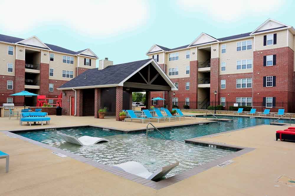 The-Arch-At-Denton-TX-Poolside-Unilodgers