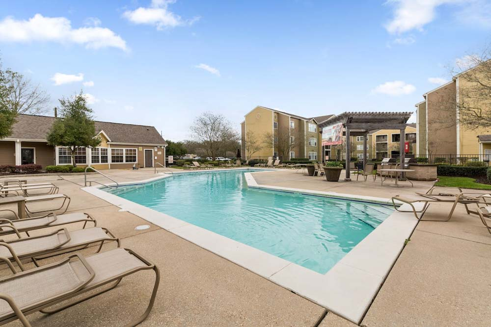 The-Armstrong-Baton-Rouge-LA-Swimming-Room-Unilodgers