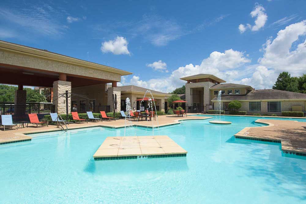 The-Ballpark-North-Austin-TX-Pool-Unilodgers